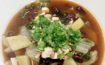 Soupe repas aux haricots rouges et pak choï