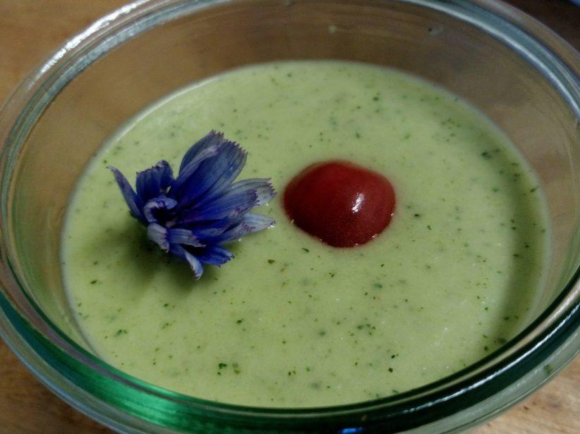 Soupe froide de courgette, menthe et yaourt